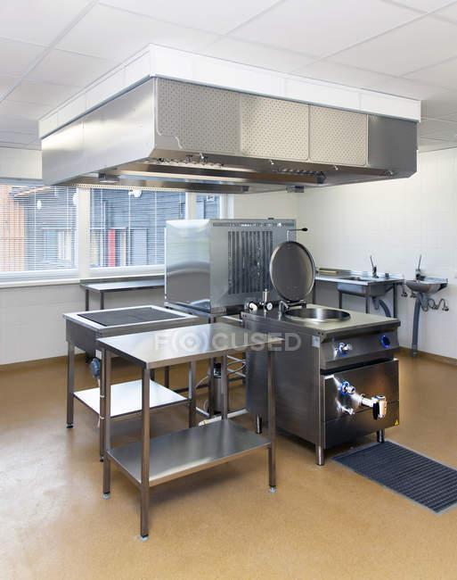 Modern kitchen interior of elementary school building — Stock Photo