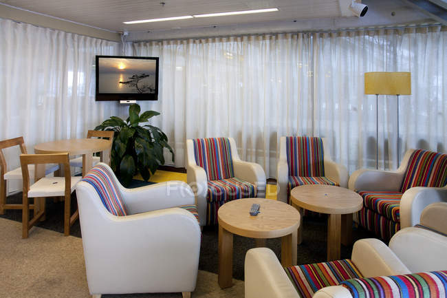 Salón de negocios en el aeropuerto de Tallin, Estonia - foto de stock