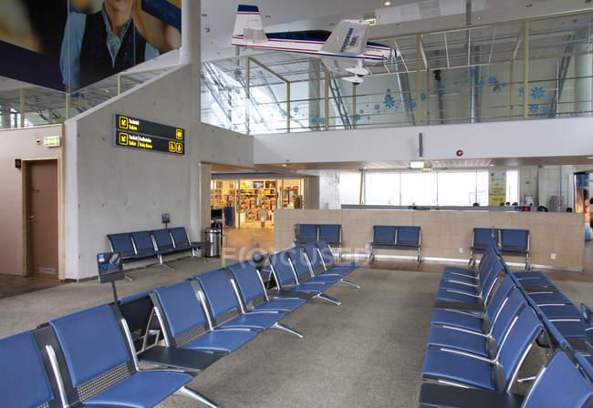 Coin salon dans l'aéroport vide de Tallinn aéroport, Estonie — Photo de stock