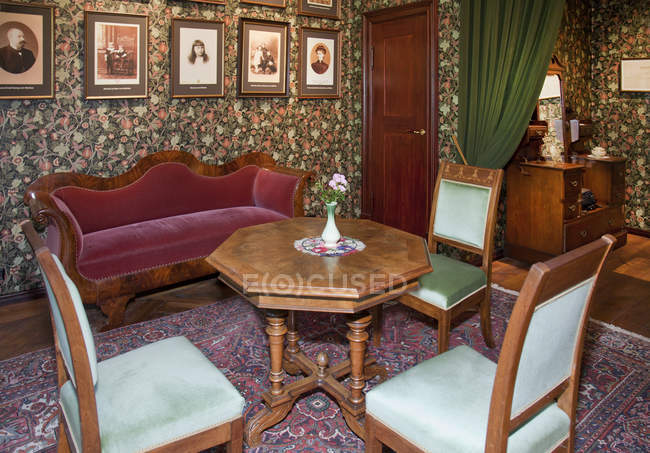 Altmodische Möbel auf der Burg Alatskivi, Estland — Stockfoto