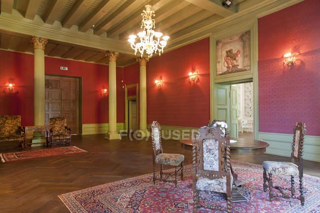 Ornate room with tall ceiling in Alatskivi Castle, Estonia — Stock Photo