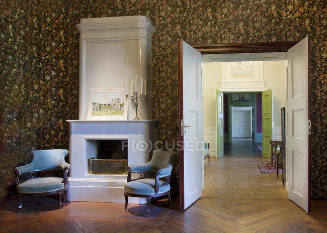 Room with armchairs by fireplace, Alatskivi Castle, Estonia — Stock Photo