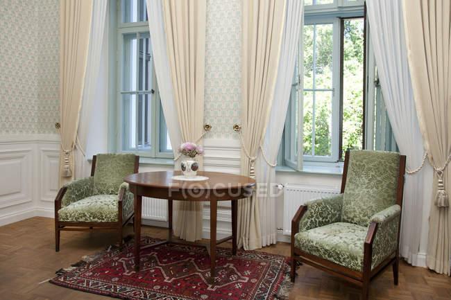 Chairs against windows in Alatskivi Castle, Estonia — Stock Photo