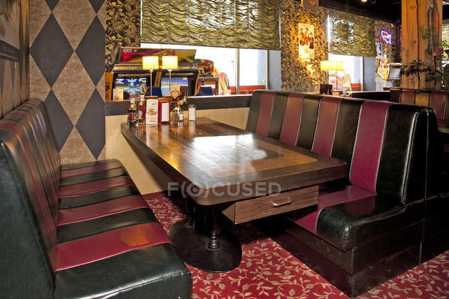Table and booth at Americana diner interior, Tallinn, Estonia — Stock Photo