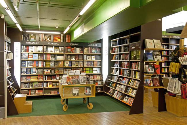Large bookstore interior in Tartu, Estonia — Stock Photo