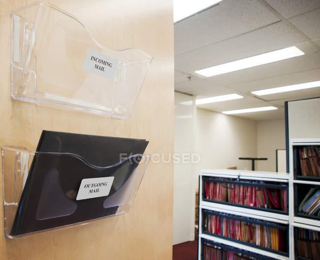 Caixas de correio no interior do escritório moderno em foco seletivo em Vancouver, Canadá — Fotografia de Stock