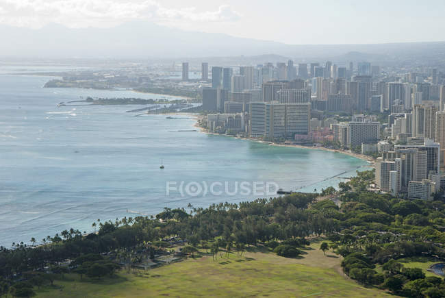 Coastal city of Waikiki in fog, Hawaii, USA — Stock Photo