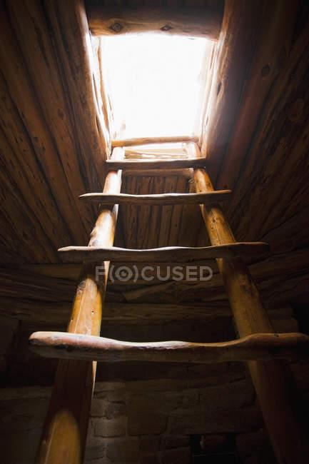 Escada do povoado indígena, Mesa Verde, Colorado, EUA — Fotografia de Stock