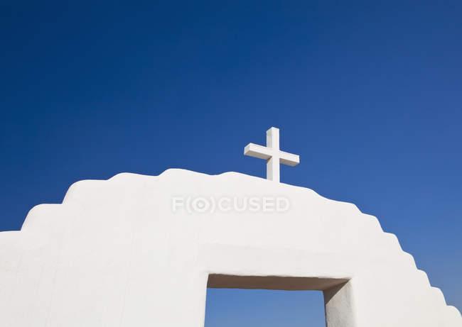 Cross on archway, Pueblo De Taos, New Mexico, USA — Stock Photo