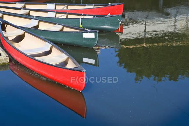 Tempo libero kayak barche sul fiume Tamigi, Londra, Inghilterra, Regno Unito — Foto stock