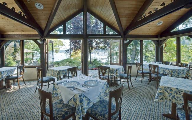 Tables in empty restaurant interior, Salt Spring Island, British Columbia, Canada — Stock Photo