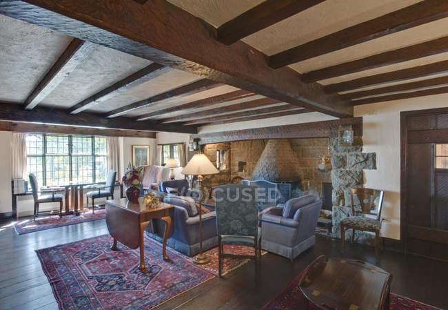 Hastings House lounge interior, Salt Spring Island, British Columbia, Canada — Stock Photo