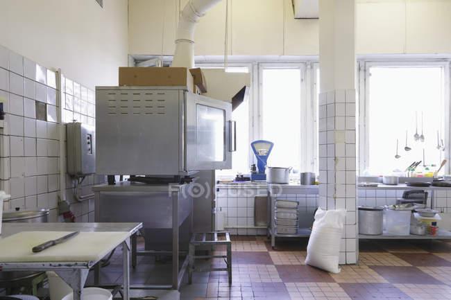 Electrodomésticos y equipos de cocina de la cafetería, Moscú, Rusia - foto de stock