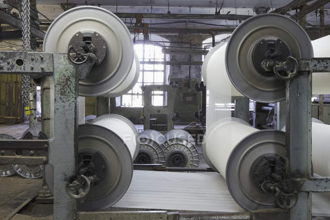 Industrial looms in textile factory, Nikologory, Russia — Stock Photo