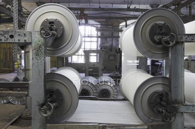 Industriewebstühle in Textilfabrik, Nikologory, Russland — Stockfoto