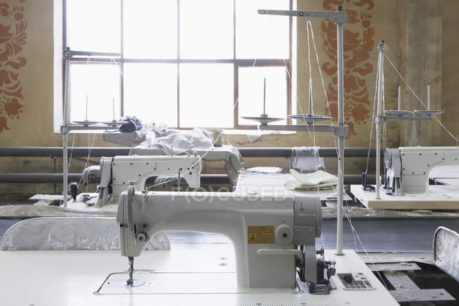 Máquinas de costura para fábricas de têxteis, Nikologory, Russia — Fotografia de Stock