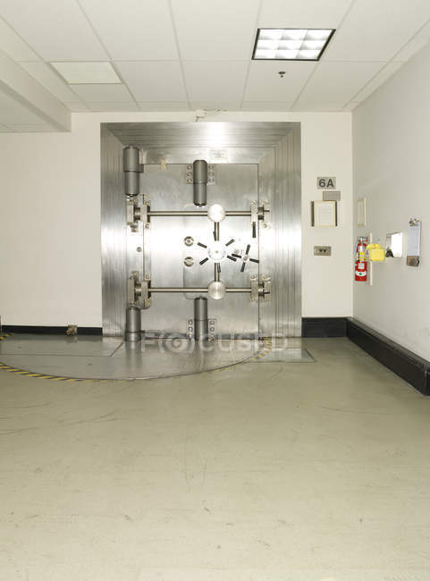 Closed vault door in commercial bank building interior, Chicago, Illinois, USA — Stock Photo