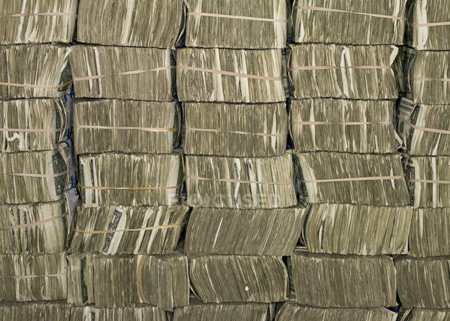 US Dollar bills stacked in bundles in US Federal Reserve Bank of Chicago strong room, Chicago, Illinois, USA. — Stock Photo