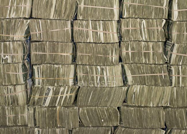 US-Dollar-Scheine in Bündel in US Federal Reserve Bank of Chicago stark Zimmer, Chicago, Illinois, Usa gestapelt. — Stockfoto