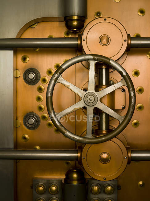 Tumbler on vault door in commercial bank building interior, Chicago, Illinois, USA — стокове фото