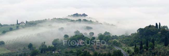 Valley fog in Val DOrcia at dawn, Tuscany, Italy — Stock Photo