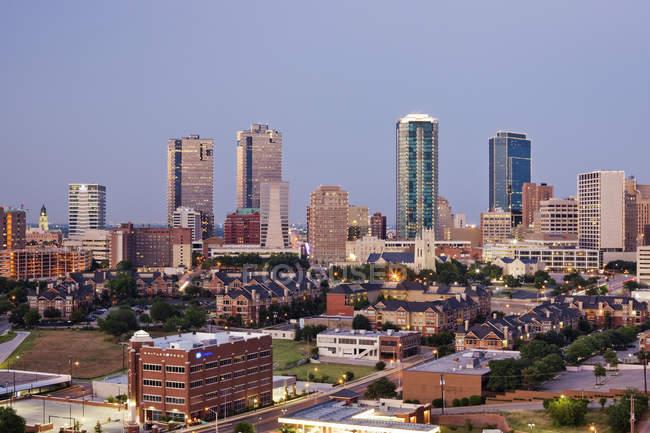 Edifici alti a Fort Worth al crepuscolo, Texas, Stati Uniti d'America — Foto stock