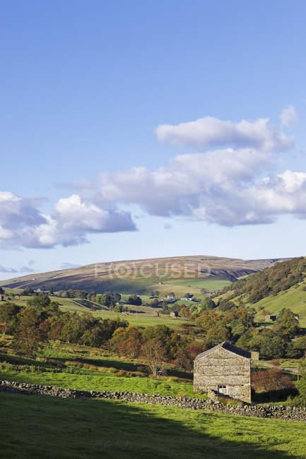 Кам'яний сарай у національному парку йоркширських землі в Англії, Великобританія, Європа — стокове фото