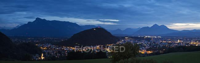 Mountain town of Salzburg at night, Austria, Europe — Stock Photo
