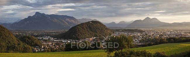 Mountain town of Salzburg at dusk, Austria, Europe — Stock Photo