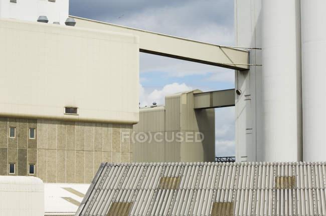 Современные промышленные здания Эдинбурга, Росс-Шира, Шотландия — стоковое фото