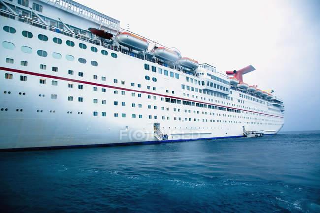 Côté du bateau de croisière, George Town, Grand Cayman, Iles Caïmans — Photo de stock