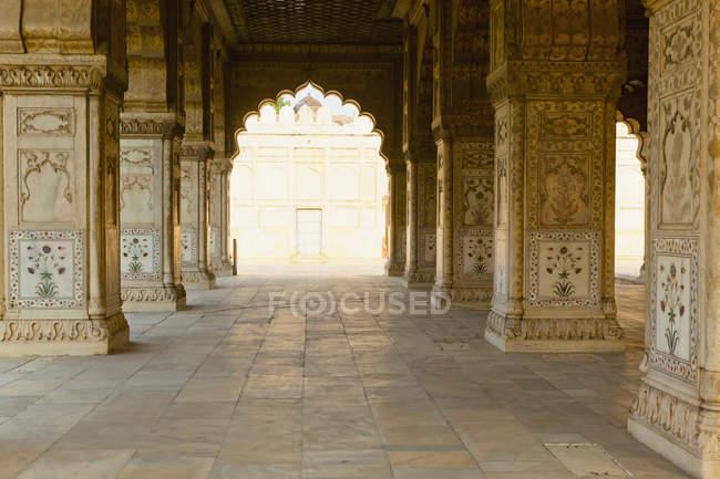 Porta ad arco nell'antica Fort Rossa, Nuova Delhi, Delhi, India — Foto stock