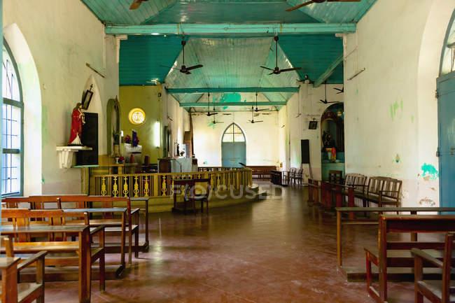 Verwittertes und altes Kircheninnere, Cochin, Kerala, Indien — Stockfoto