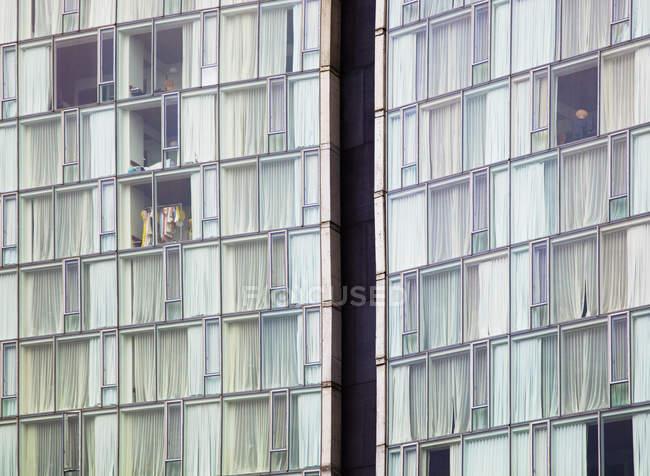 Високий-піднімаються вікна будівлі готелю, повний кадр, Нью-Йорк, Нью-Йорк, США — стокове фото
