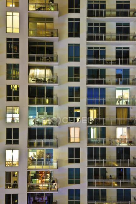 High rise condominiums at night, San Francisco, USA — Stock Photo