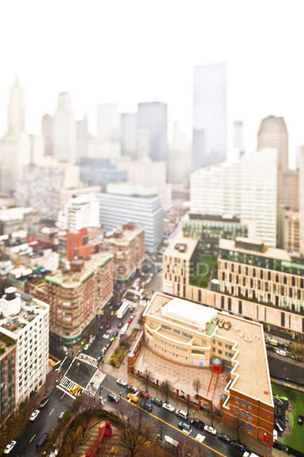 Paesaggio urbano nebbioso a fuoco selettivo, New York, New York, Stati Uniti — Foto stock