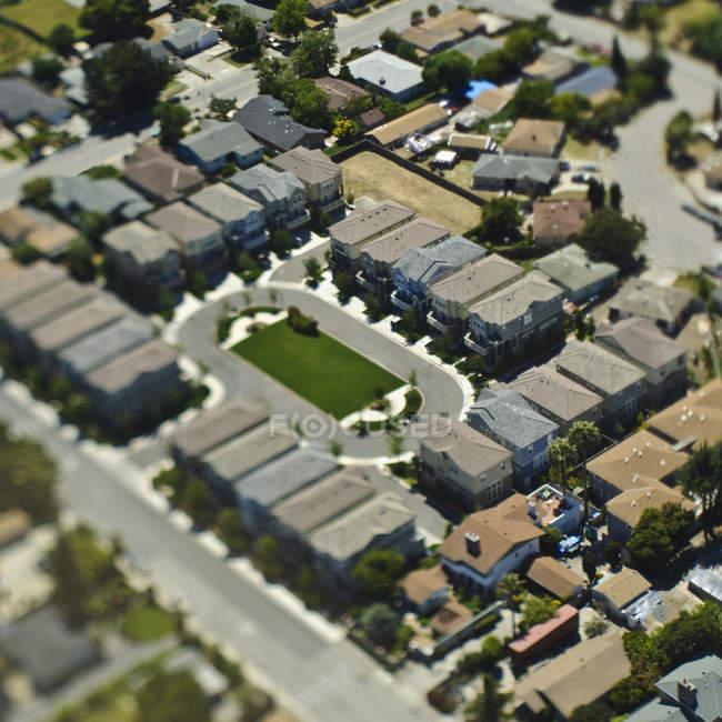 Condominium complex with circular driveway in California, USA — Stock Photo