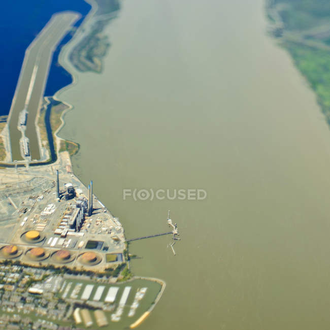 Industrial plant on waterfront in California, USA — Stock Photo