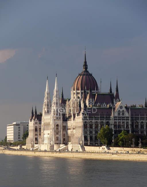 Сцена здания парламента Старого Света в Будапеште, Венгрия, Европа — стоковое фото