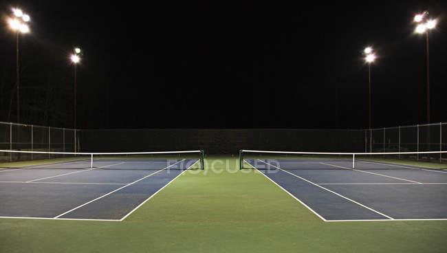 Campo da tennis di notte a Seattle, Washington, Stati Uniti — Foto stock