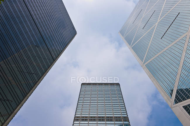 Skyscrapers in downtown of Hong Kong in low angle view, China — Fotografia de Stock