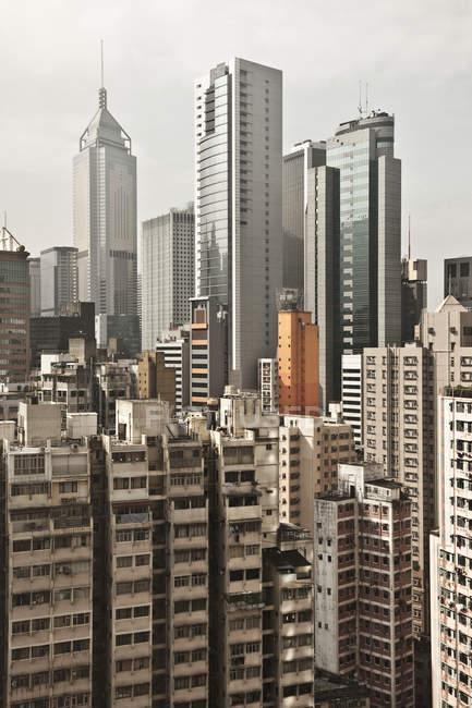 Ciudad skyline con rascacielos en el centro, Hong Kong, China - foto de stock