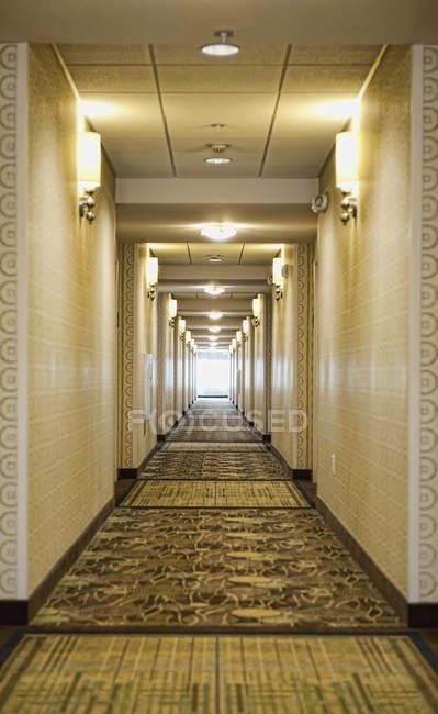 Hotelkorridor mit Hintergrundbeleuchtung, Reichmond, Jungfrau, USA — Stockfoto