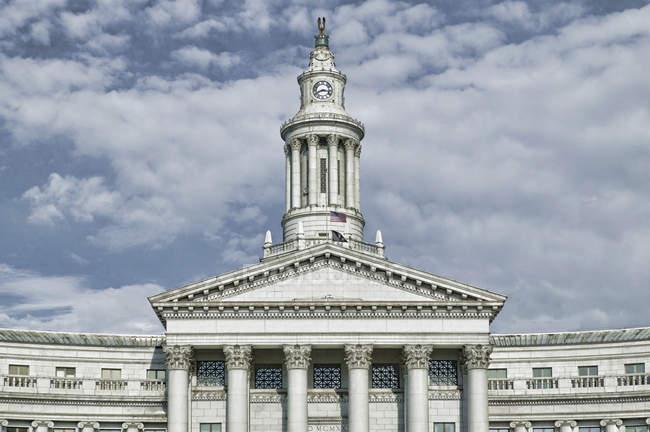 Годинникова вежа на урядовому будівництві, Денвер, Колорадо, США — стокове фото
