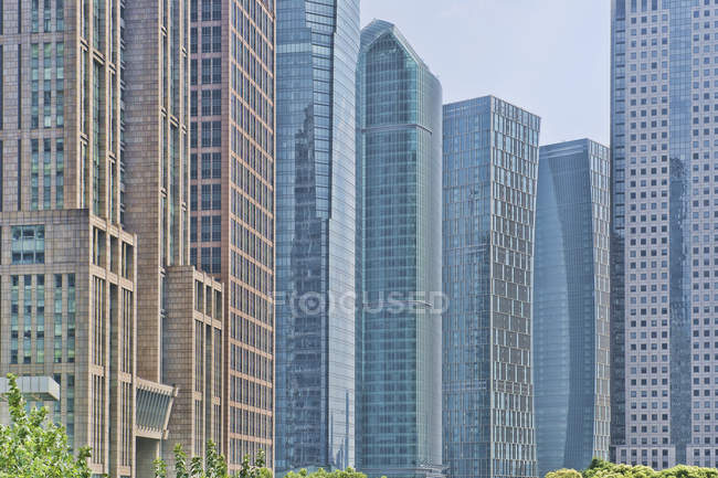 Contemporary downtown buildings and skyscrapers in downtown of Shanghai, China — стоковое фото
