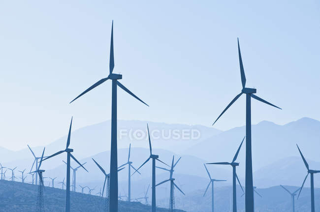 Silhouettes of wind turbines in California, USA — Stock Photo
