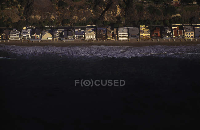 Beach houses on California coast near Malibu in California, USA — Stock Photo