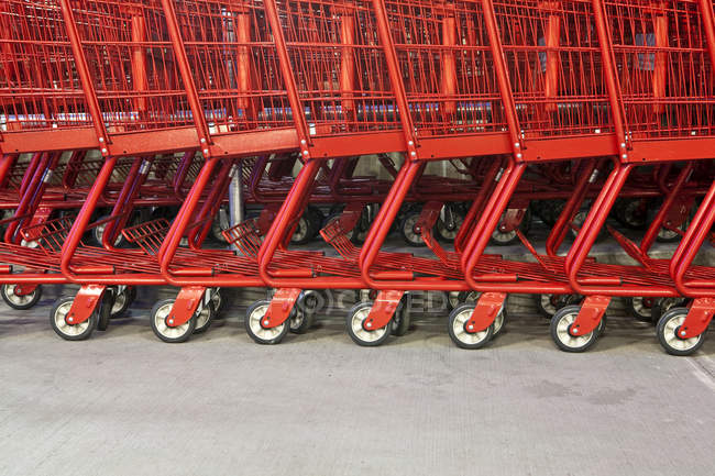 Close-up of red grocery carts in Seattle, Washington, USA — Stock Photo