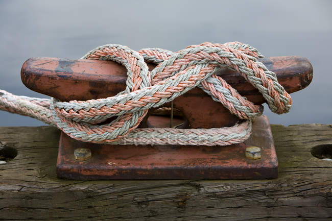 Close-up of rope tied to cleat in Seattle, Washington, USA — Stock Photo