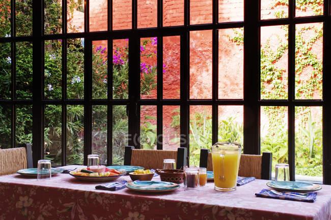 Breakfast table served by hotel window, San Miguel de Allende, Guanajuato, Mexico — Stock Photo